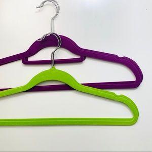 4 pk. colorful velvet hangers
